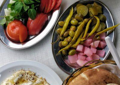 Msabaha oraz jajka sadzone - libańskie śniadanie